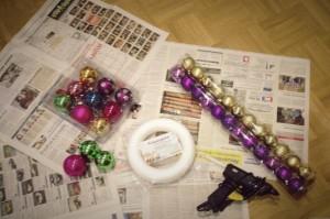 Material Kranz um einen Kugelkranz für Weihnachten selbstzumachen