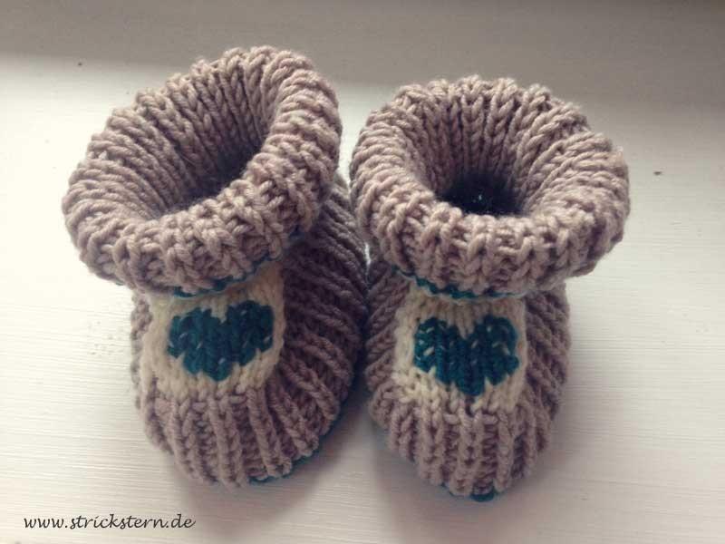 Babyschuhe stricken mit Herz
