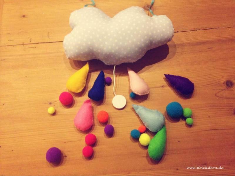 Mobile nähen mit Wolken und bunten Regentropfen