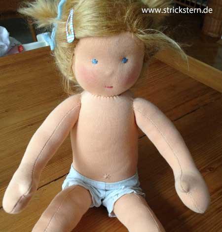 Eine Puppe nähen - das Geschenk zu ersten Geburtstag - Strickstern